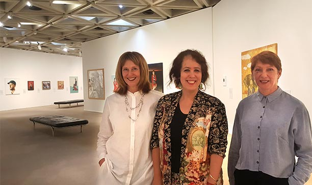 Wendy Sharpe pictured here with Curators Dr Sarah Engledow (National Portrait Gallery) and Melissa Harpley (Art Gallery of Western Australia)